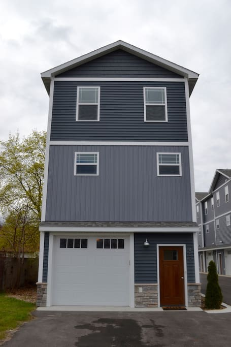 Private, stand alone condo! No need to worry about neighbors on either side.
