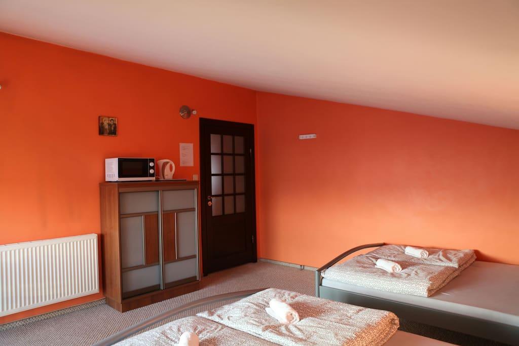 4 osobowy pokój z dwoma łóżkami