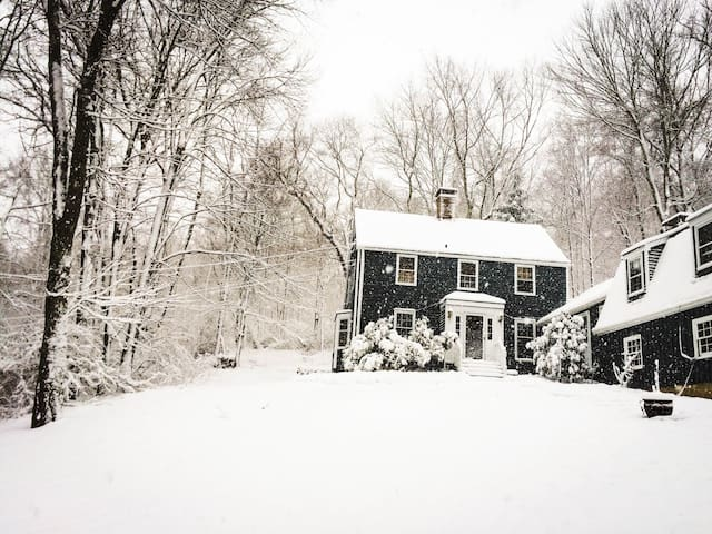 Peaceful New England Retreat - Wood Room - Wilton - Ev