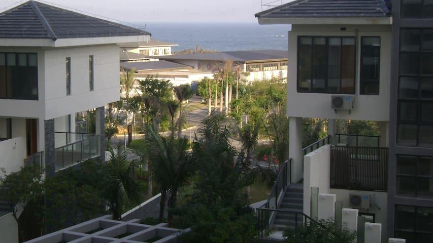三亚一线海景房,星级装修,家具家电齐全,拎包入住 - Sanya - Bed & Breakfast