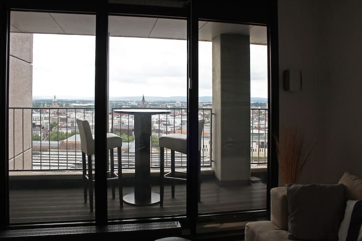 most amazing view penthouse at central station wohnungen zur miete in hannover. Black Bedroom Furniture Sets. Home Design Ideas