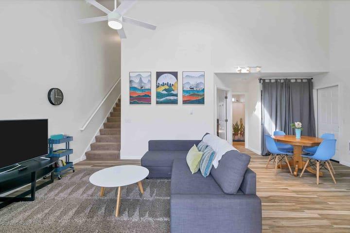 *Bluebird Day*Clean.2 King beds.Walkable. Modern!