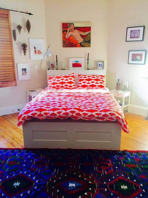 Super comfortable queen size bed with the mattress known to all visitors as 'The Cloud'.
