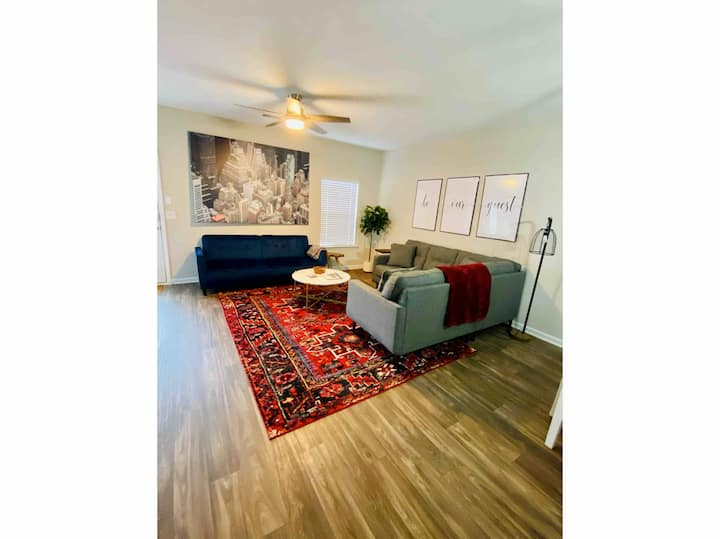 ★ Chic COLA Townhouse w/Pool Area + Pvt Dog Park