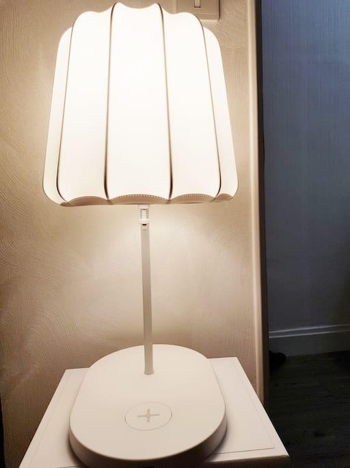 Lampe chevet recharge                   smartphone (récent)