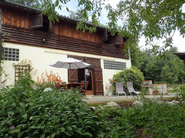 Gîte en pleine nature avec piscine - Camarade - Haus