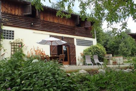 Gîte en pleine nature avec piscine - Camarade - House