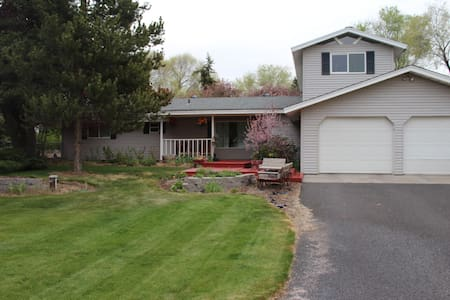 Sleeps 6+ in Prineville. Great for Viewing Eclipse