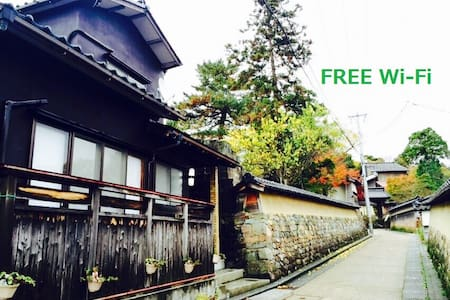 【東山】House in the temple district. - Kanazawa-shi
