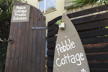 Pebble Cottage. 1 min walk to beach - Bluff - Apartamento