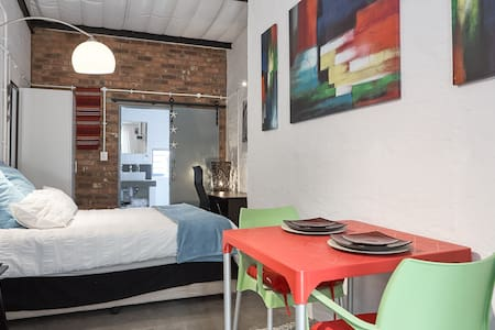 #Alpha Studio in Maboneng - Live Arts and Culture - Йоханнесбург