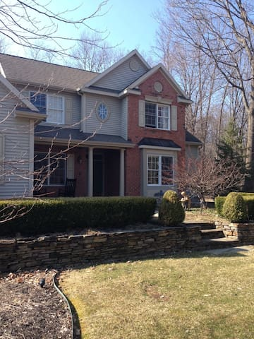Large house available for Travers - Saratoga Springs - 獨棟