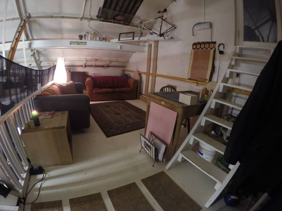 Private lounge+Desk+Studio space