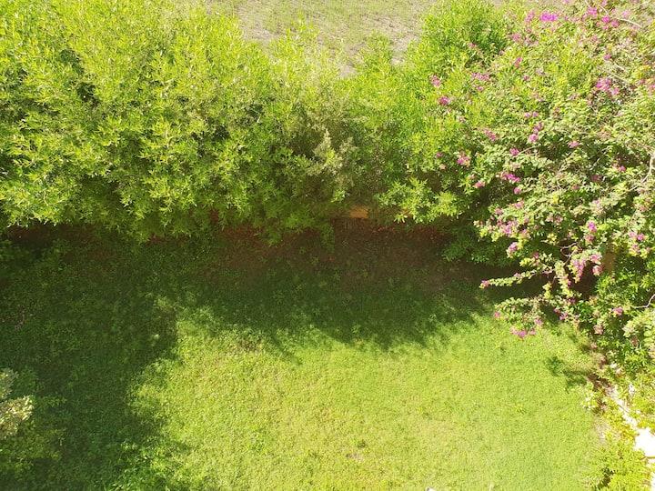 شقة ارضي بحديقة في بيفرلي هيلز