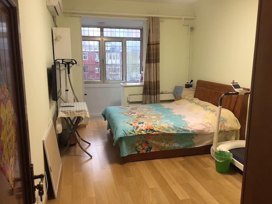 出租卧室14平米,有窗有阳台