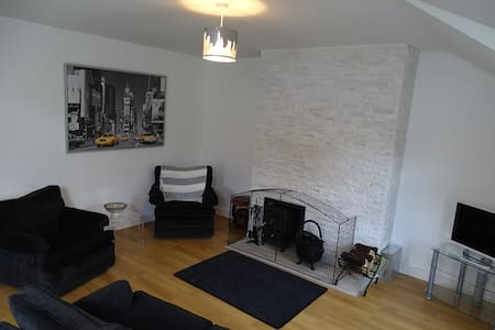 Moville, Superior Town Centre Apartment, No.3 - Moville - Apartament