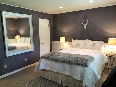 """Simply Comfy"" - Guest Suite, Private Entrance"