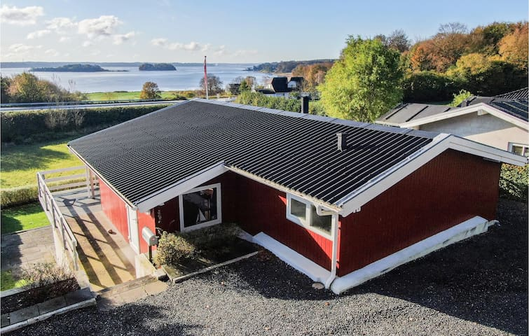 Holiday cottage with 2 bedrooms on 70m² in Kruså