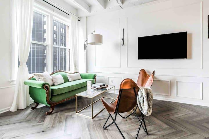 Stylish Modern Studio w/COMPLIMENTARY garage spot!