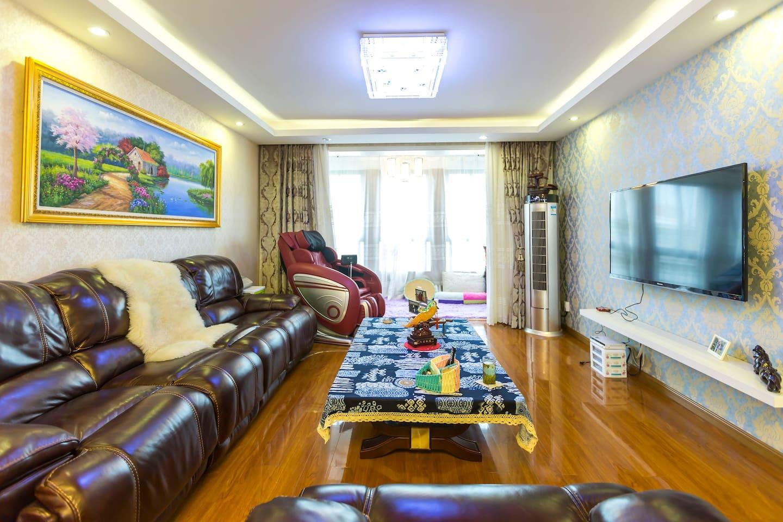 宽敞明亮的大厅,多功能电动按摩椅,电动沙发,绝对舒适