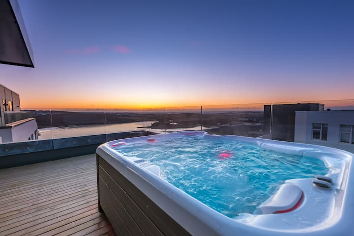 Penthouse apartment with amazing view and jacuzzi