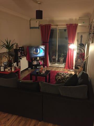 Double Room and Private bathroom in Quiet flat - Cork - Huoneisto