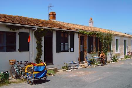 """Ma """"maison de la mer"""" à l'île d'Aix, île magique"""