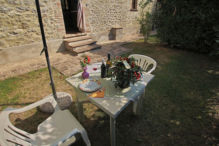 Comfy Farmhouse with Swimming Pool, Terrace, Garden, BBQ