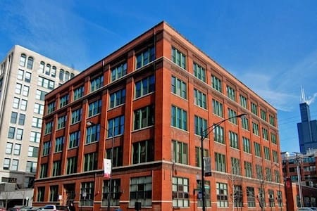 West Loop Brick-Timber Loft by UIC Blue Line Stop - Chicago
