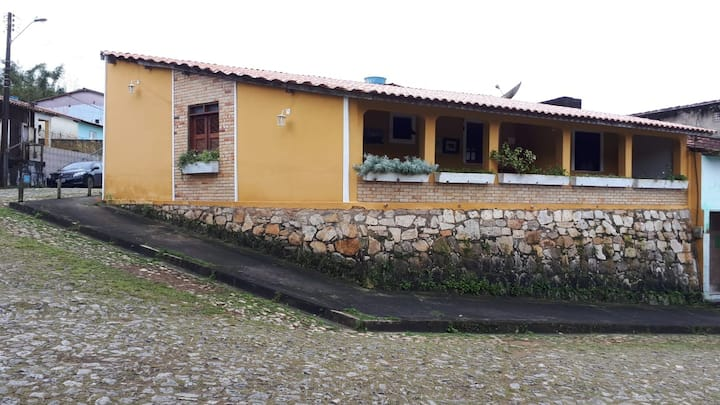 Casa com 4 suites, mezanino, varanda e duas salas