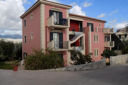 Kolona Apartments - Lixouri - Bed & Breakfast