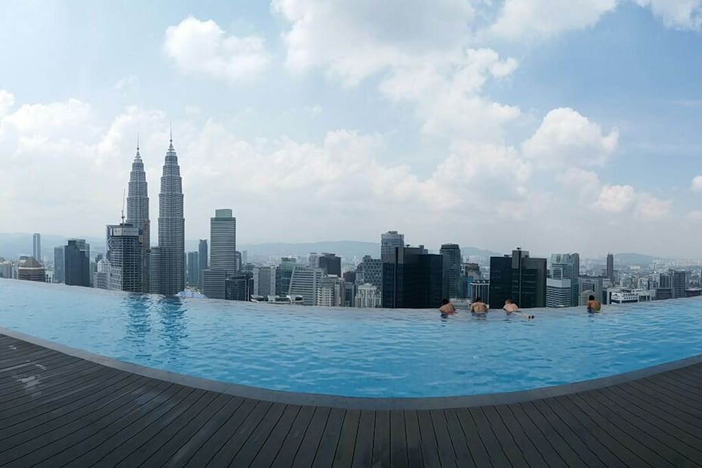 The view of Kuala Lumpur City from the roof top infinity pool