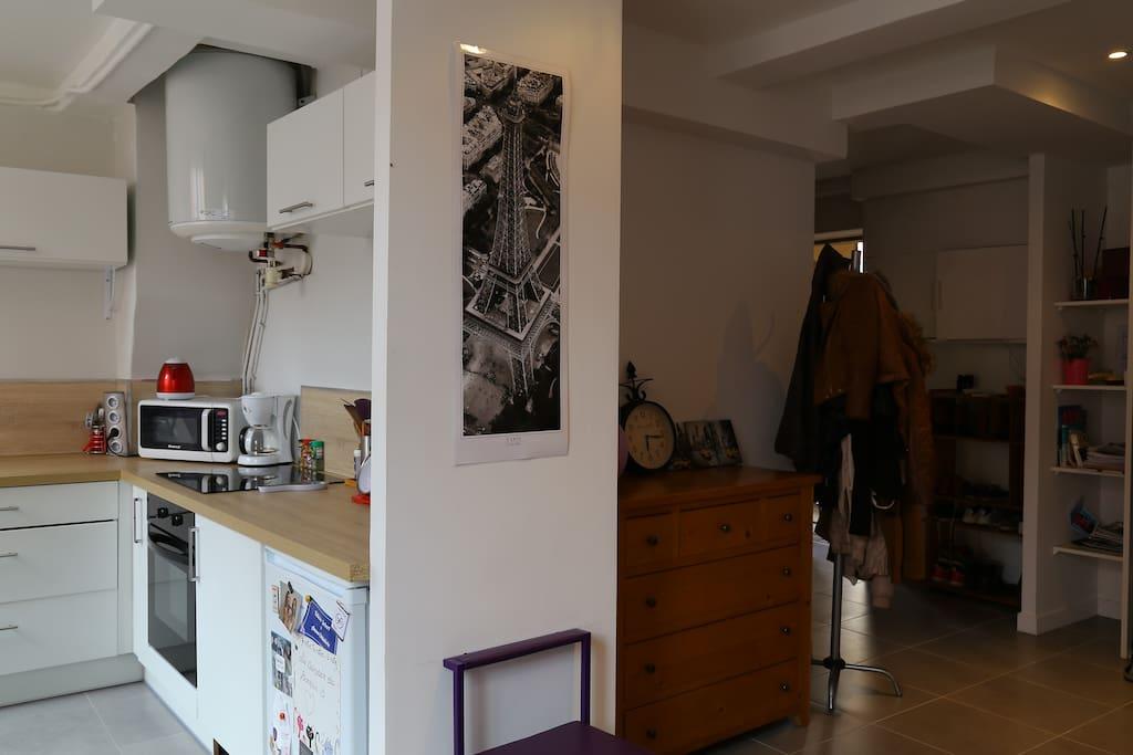 Salon et cuisine.