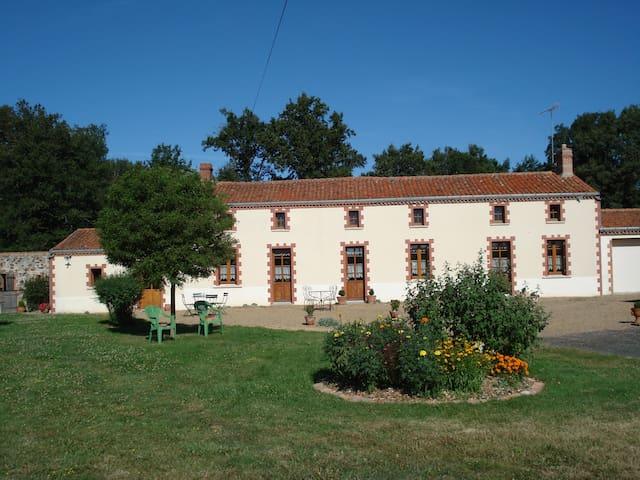 Gîte Forestier Gentil - Chanteloup-les-Bois - Alojamento na natureza