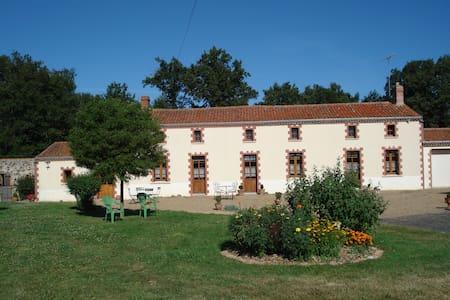 Gîte Forestier Gentil - Chanteloup-les-Bois - Hotel ekologiczny