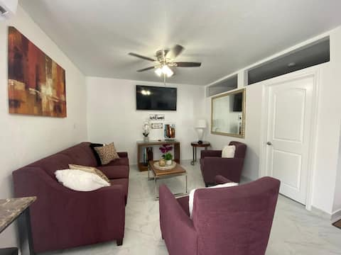 Entire apartment in the heart of  the Strip !!!