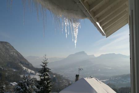 Appart sur les hauteurs de  Chambéry-Aix-les-Bains