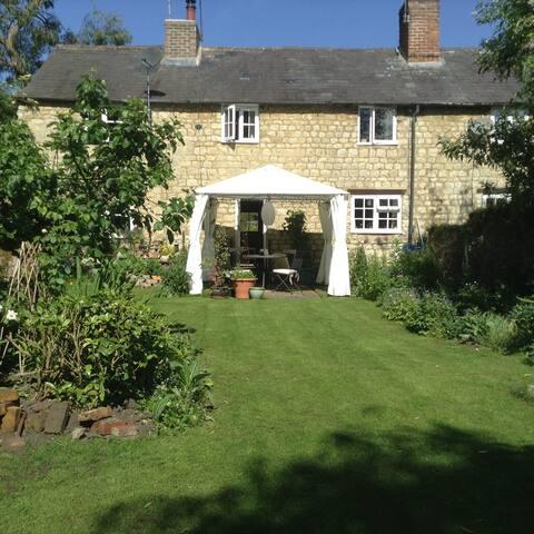 River Cottage, Buckingham