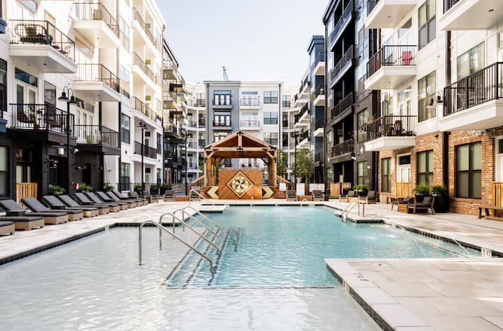 Luxury 1 Bedroom steps from Downtown - Pool Open!