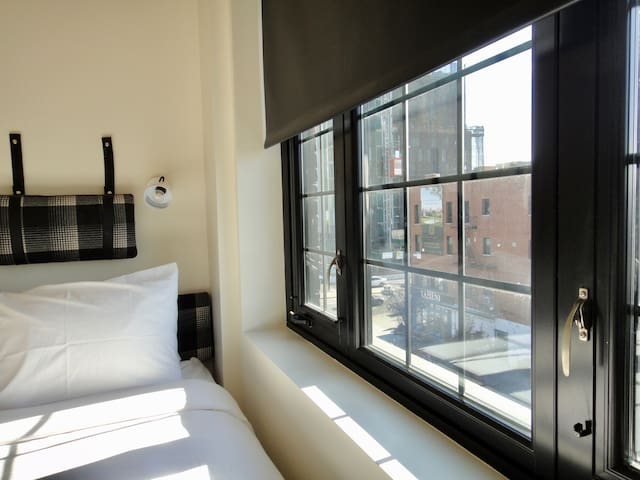 Industrial Queen Studio Room In Gowanus Inn