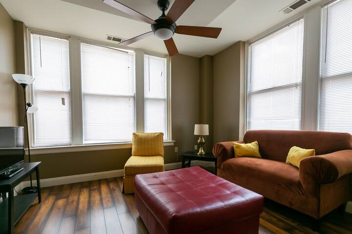 Affordable Crash Pad Downtown! Walk to Beale!