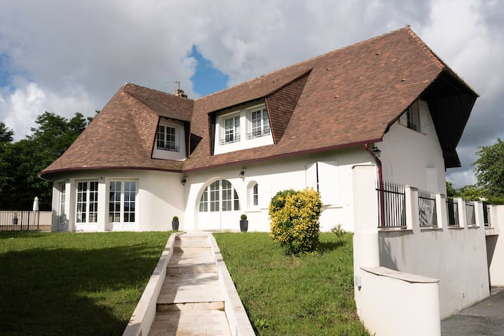 Grande Villa avec Piscine proche Bordeaux et Tram - Bassens - Villa