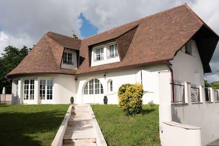 Grande Villa avec Piscine proche Bordeaux et Tram - Bassens