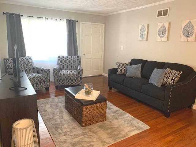 Cute & Cozy Ranch Home - Close to Park & More