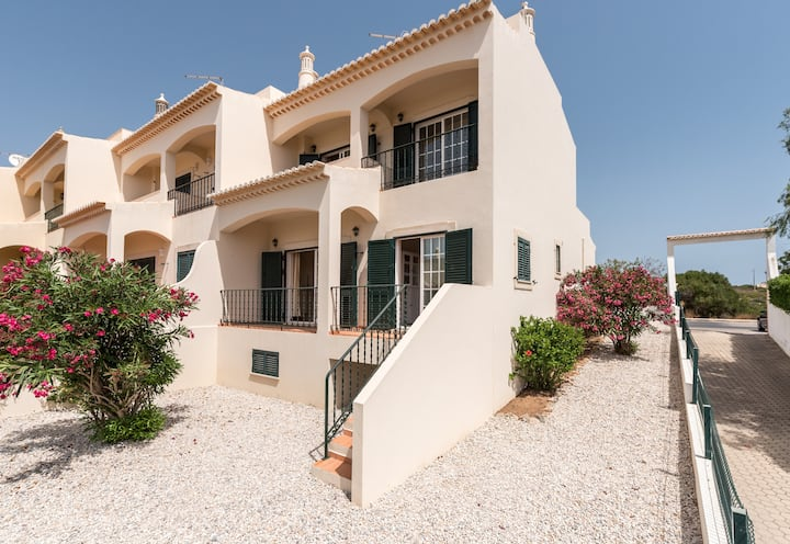 Ferragudo Ocean Breeze 49D (Garden, WIFI and AC)