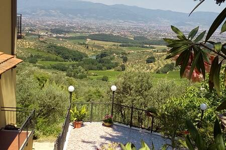 Close to Florence Orotoscano into the green