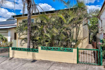 Private spacious room in Woolloongabba - Woolloongabba