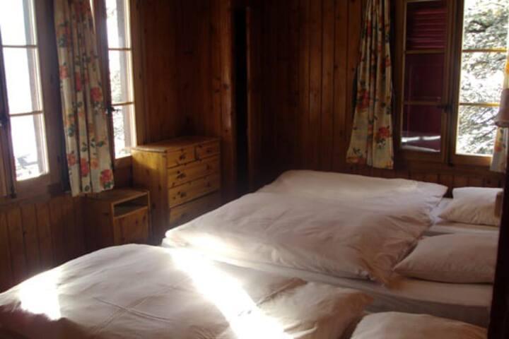 Hôtel les Touristes  triple room