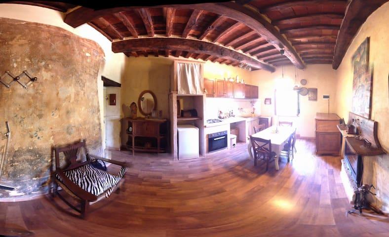 Grazioso appartamento nel centro storico - Sassetta - Casa