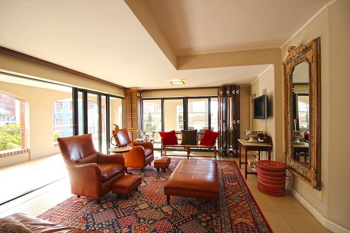 Urban Inner City Apartment Suite in Plush Hotel - Cape Town
